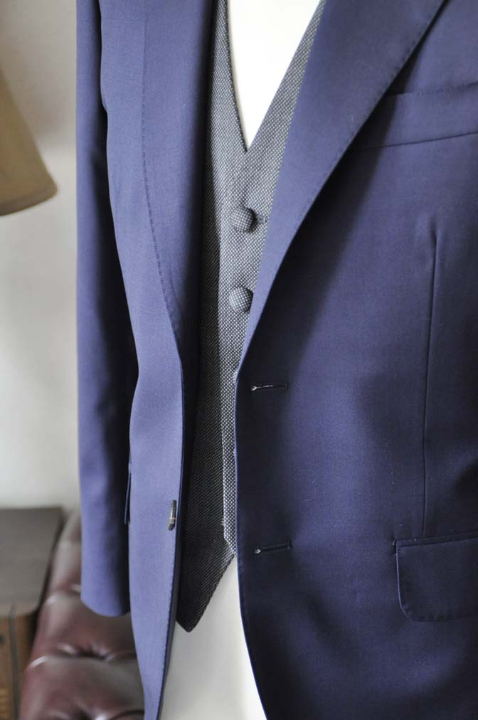 DSC0537-2 お客様のウエディング衣装の紹介- Biellesiネイビースーツ グレーバーズアイベスト-DSC0537-2 お客様のウエディング衣装の紹介- Biellesiネイビースーツ グレーバーズアイベスト- 名古屋市のオーダータキシードはSTAIRSへ