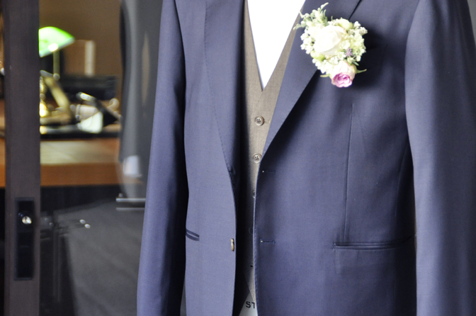 DSC1948-1 オーダータキシード(新郎衣装)の紹介-Biellesiネイビースーツ ブラウンベスト-DSC1948-1 オーダータキシード(新郎衣装)の紹介-Biellesiネイビースーツ ブラウンベスト- 名古屋市のオーダータキシードはSTAIRSへ