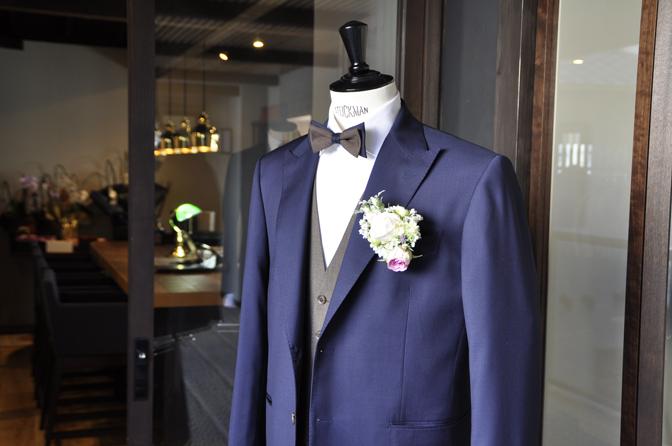 DSC1953 オーダータキシード(新郎衣装)の紹介-Biellesiネイビースーツ ブラウンベスト-DSC1953 オーダータキシード(新郎衣装)の紹介-Biellesiネイビースーツ ブラウンベスト- 名古屋市のオーダータキシードはSTAIRSへ