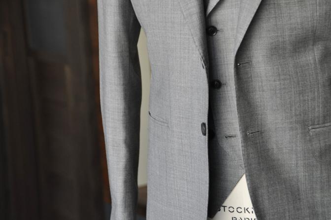 DSC0123-5 オーダータキシード(新郎衣装)の紹介-CANONICO 無地グレージャケット、ダブル襟付きベスト-DSC0123-5 オーダータキシード(新郎衣装)の紹介-CANONICO 無地グレージャケット、ダブル襟付きベスト- 名古屋市のオーダータキシードはSTAIRSへ