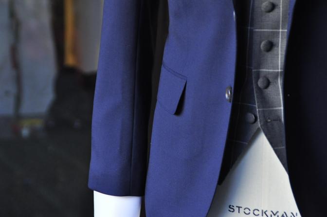 DSC2132-2 オーダータキシード(新郎衣装)の紹介-無地ネイビースーツ グレーウィンドペンベスト-DSC2132-2 オーダータキシード(新郎衣装)の紹介-無地ネイビースーツ グレーウィンドペンベスト- 名古屋市のオーダータキシードはSTAIRSへ