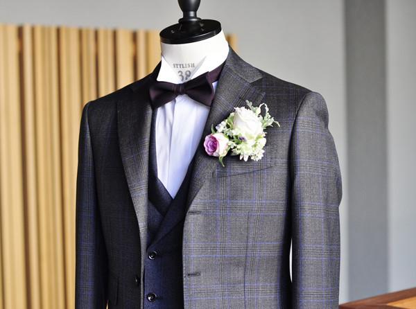 タキシードの紹介 ブラウンチェックジャケット ネイビ襟付きダブルジレ 2プリーツパンツ