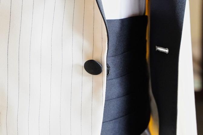 DSC01735 お客様のタキシードの紹介 ホワイトピンストライプタキシードDSC01735 お客様のタキシードの紹介 ホワイトピンストライプタキシード 名古屋市のオーダータキシードはSTAIRSへ