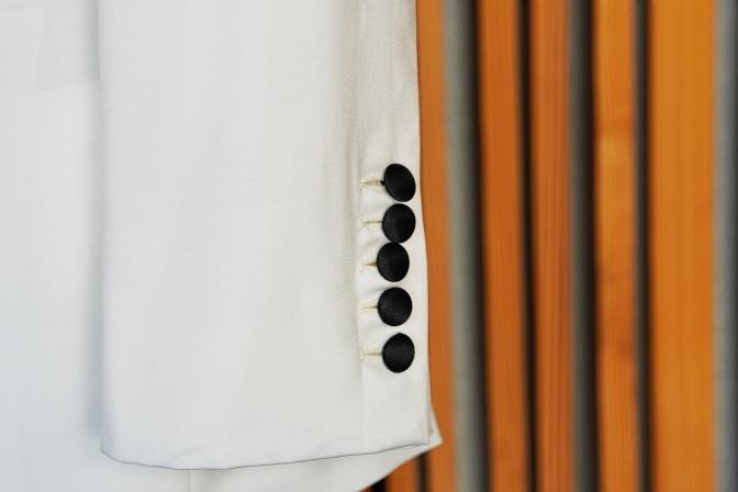 DSC03388 エルダンジュガーデン挙式 ホワイトタキシードジャケットスタイルDSC03388 エルダンジュガーデン挙式 ホワイトタキシードジャケットスタイル 名古屋市のオーダータキシードはSTAIRSへ